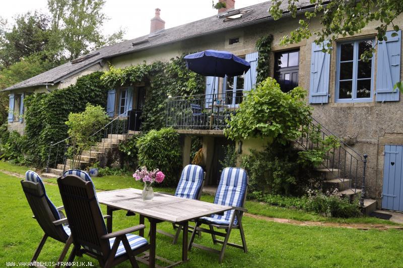 Vakantiehuis: Sfeervolle, ruime, authentieke vakantiewoning in rustige glooiende omgeving van Parc de Morvan. te huur voor uw vakantie in Nievre (Frankrijk)