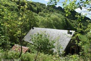 Het huis en houthok van bovenaf