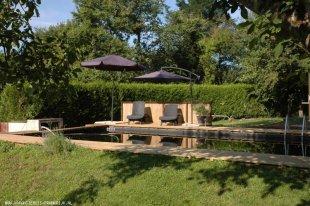 Het zwembad 2 <br>Zwembad vanaf het huis gezien.