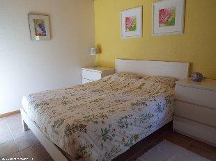 Fleurige slaapkamer. Licht, ruimte en comfort in deze mooie slaapkamer.
