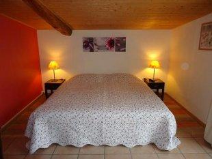 Een prachtige grote slaapkamer. Met lits jumeaux.