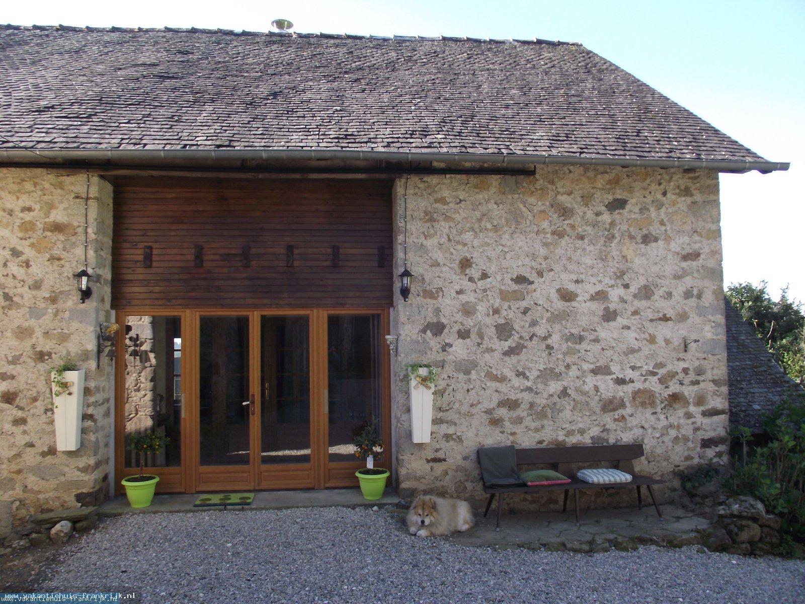 Vakantiehuis: Ruime en luxe vijf persoons gite, en is prachtig en rustig gelegen met een uitzicht over de vallei van de Vezere. te huur voor uw vakantie in Correze (Frankrijk)