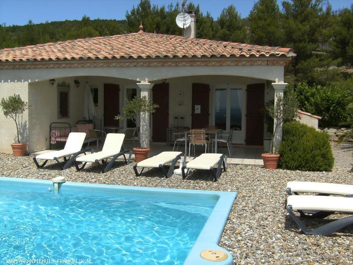 Vakantiehuis: Le Chat Rouge met luxe en 5 ** comfort, privacy, verwarmd eigen zwembad, fantastisch uitzicht, gratis WiFI en airco. Bijna All-in huurprijs 2020. te huur voor uw vakantie in Herault (Frankrijk)
