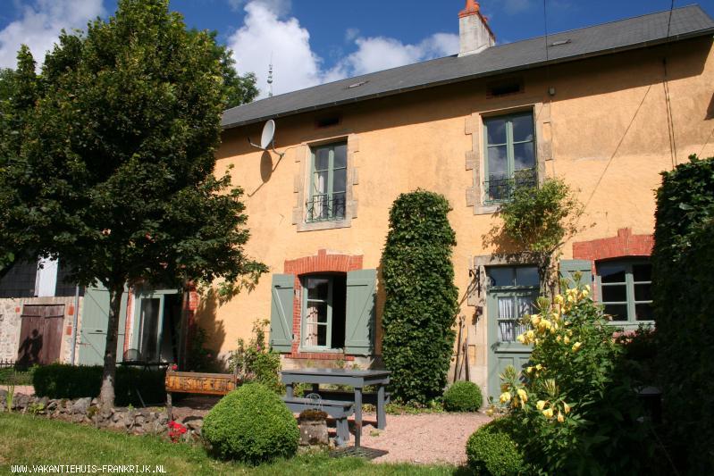 Vakantiehuis: La Bastide Blanc: Een heerlijk 6-persoons vakantiehuis in het Zuiden van de Morvan, genieten van rust, ruimte en natuur in een prachtige ambiance. te huur voor uw vakantie in Nievre (Frankrijk)