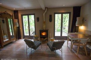Huiskamer Voorzien van houtkachel en vloerverwarming en tv met franse zenders