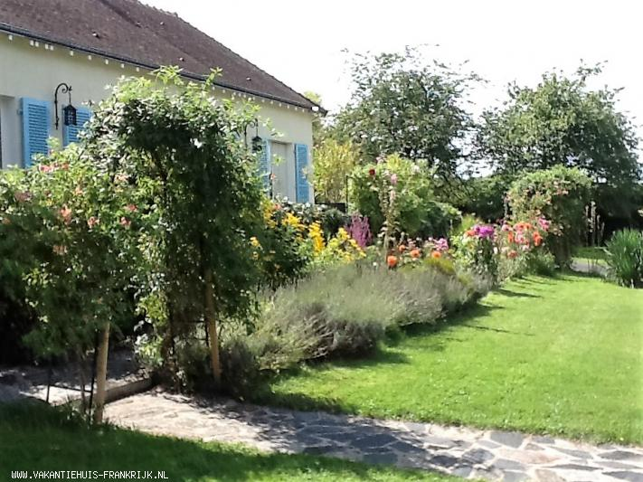 Vakantiehuis: Le Pre de la Dame vrijstaand vakantiehuis midden Frankrijk,gelegen in een parkachtige tuin.   website        www.rienverboon.nl te huur voor uw vakantie in Indre (Frankrijk)