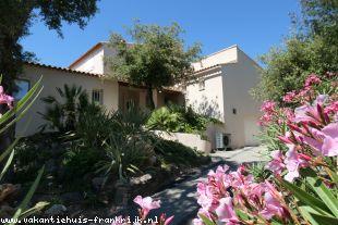 Fantastische rustiggelegen luxe vakantievilla voor relaxte vakantie, verwarmd privézwembad en optimale privacy Frejus/St.Raphael Cote'd Azur (max.8 p)