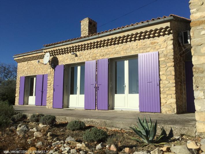 Vakantiehuis: Sfeervolle provencaalse vakantiewoning met zwembad, grote tuin en schitterend uitzicht op de Mont Ventoux te huur voor uw vakantie in Vaucluse (Frankrijk)