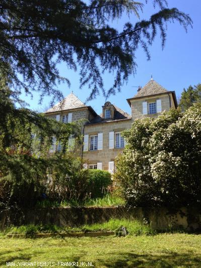 Vakantiehuis: Uniek en luxueus kasteeltje (9p) met extra gîte (4-6p) in Brive-la-Gaillarde, ideale uitvalsbasis om deze prachtige streek te ontdekken. te huur voor uw vakantie in Dordogne (Frankrijk)