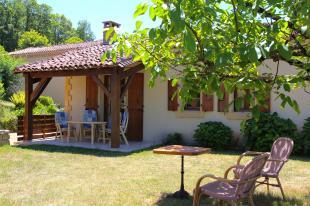 Vakantiehuis: Luxe authentiek vakantiehuis 3* in de Dordogne. Rust, Ruimte en Natuur. WIFI, Nld TV en luxe boxsprings (210)
