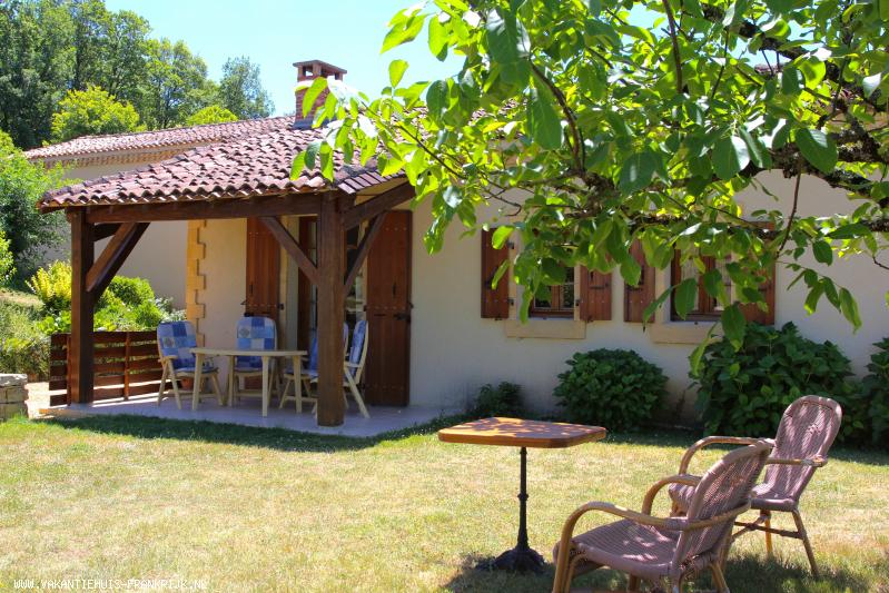 Vakantiehuis: Luxe authentiek vakantie 3* in de Dordogne. Rust, Ruimte en Natuur. WIFI, Nld TV en luxe boxsprings (210cm) te huur voor uw vakantie in Dordogne (Frankrijk)