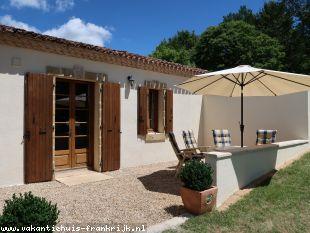 Vakantiehuis: Luxe vakantiehuis 3* in de Dordogne. Authentiek met veel luxe. Maar vooral Rust, Ruimte en Natuur. WIFI, NL.TV, Luxe Boxsprings (210cm)