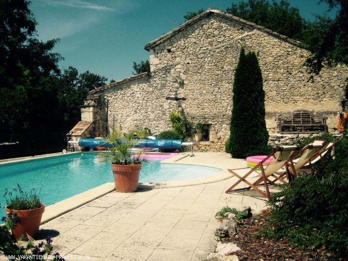 Vakantiehuis: Sfeervolle en gezellige vakantiewoning voor 4 personen met privézwembad, gelegen in de volle natuur op een terrein van 3 hectare. te huur voor uw vakantie in Tarn et Garonne (Frankrijk)