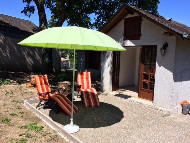 Vakantiehuis: De gite is gelegen in het pittoresque dorpje in een bosrijke omgeving met uitzicht over het dal van de Doustre. te huur voor uw vakantie in Correze (Frankrijk)