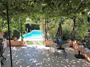 Vakantiehuis met zwembad: 'Verborgen Juweeltje' in de Provence. Een ruime 6 pers Villa, privé verw. zwembad, 4 slpkmrs, Airco, Privacy, Wellness, Massage, Wijnproeverij