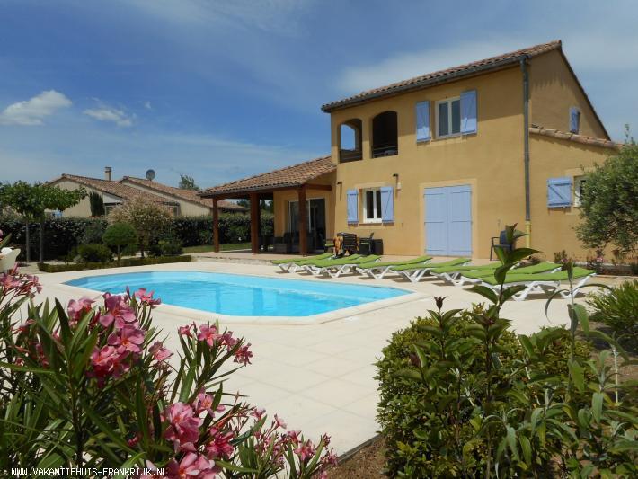 Vakantiehuis: Luxe vrijstaande villa (2-8 pers.) met verwarmd prive zwembad; airco in 4 slaapkamers, Wifi, grote tuin op het zuiden in Vallon Pont d'Arc te huur voor uw vakantie in Ardeche (Frankrijk)