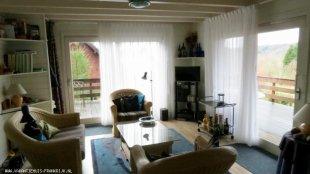 De woonkamer met zicht op de terrassen