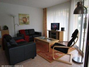 De woonkamer met de schuifpui <br>Nieuw bankstel in 2015.