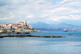 Vakantiehuis Provence: ANTIBES: PRACHTIG ZEEZICHT VANAF TERRAS, MET BOULEVARD EN STRAND OP 50 METER, MET AIRCO EN TWEE GROTE TERRASSEN ( ALTIJD ZON)