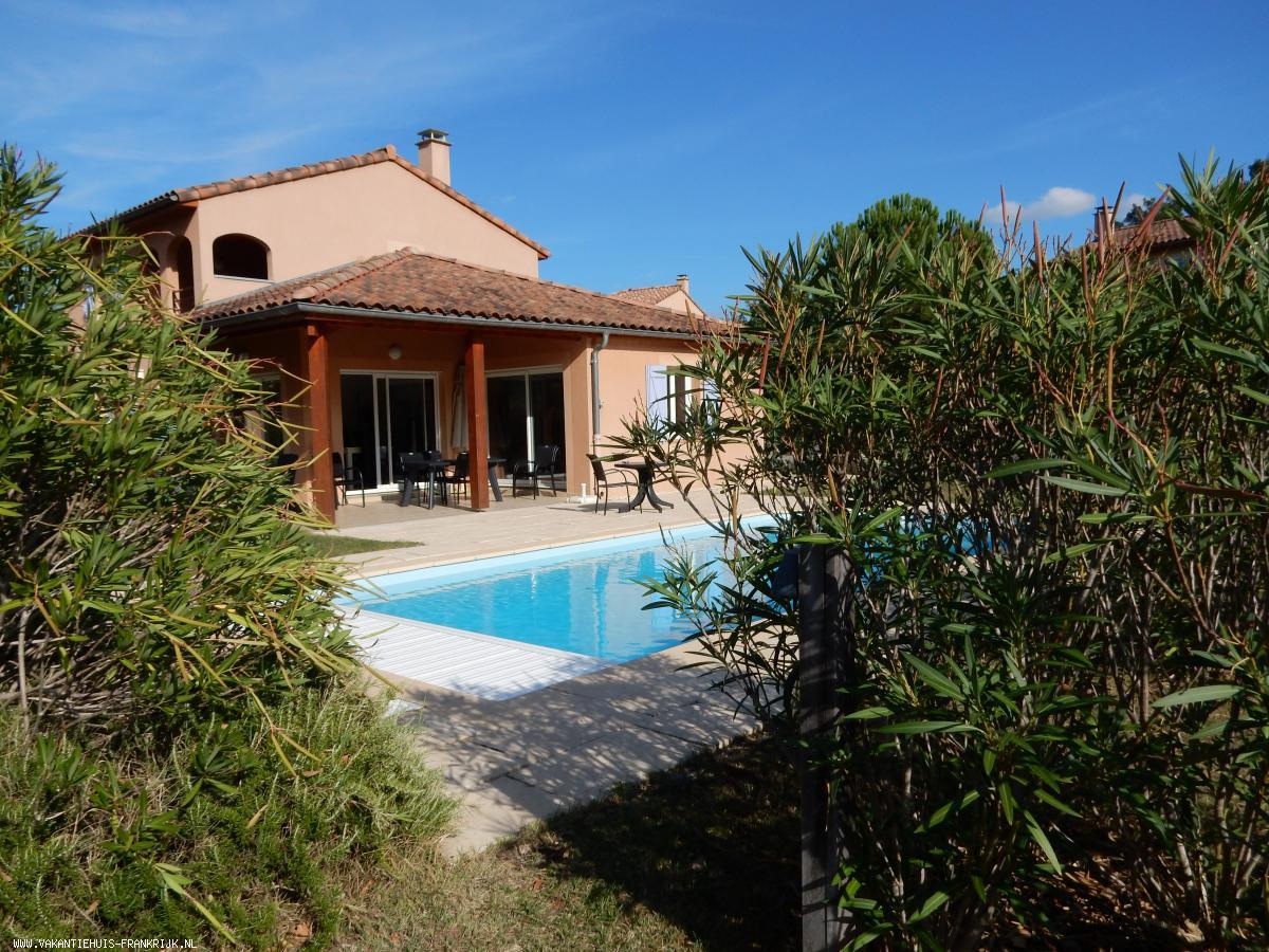 Vakantiehuis: Royale vrijstaande 10-p.villa met verwarmd prive zwembad,airco, grastuin+div. terrassen, op het 4 sterren villapark Les Rives de l'Ardèche in Vallon te huur voor uw vakantie in Ardeche (Frankrijk)