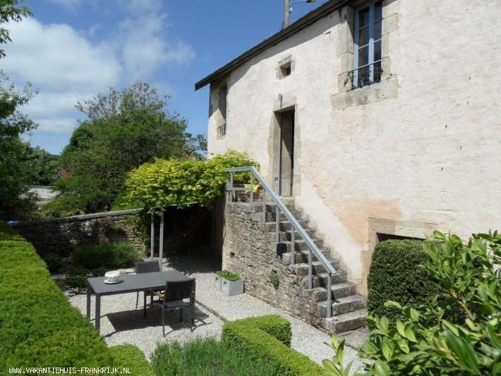 Vakantiehuis: Mooi gelegen, volledig ingericht huis voor 2 personen in het hart van de Bourgogne. Een ideale plek voor liefhebbers van rust, natuur en cultuur. te huur voor uw vakantie in Cote d'Or (Frankrijk)