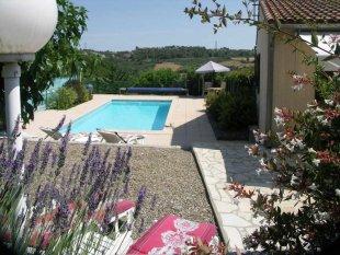 Vakantiehuis: Mooie gelegen 6 persoons villa met verwarmd zwembad, noord- en zuidterras, uitzicht op bosrijke omgeving. te huur in Herault (Frankrijk)