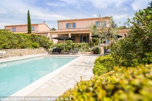 Vakantiehuis met zwembad: Vrijst. luxe Villa met groot verwarmd prive zwembad; tennisbaan, airco en wifi internet aanwezig + Park zwembad 20x8 m. met apart peuterbad