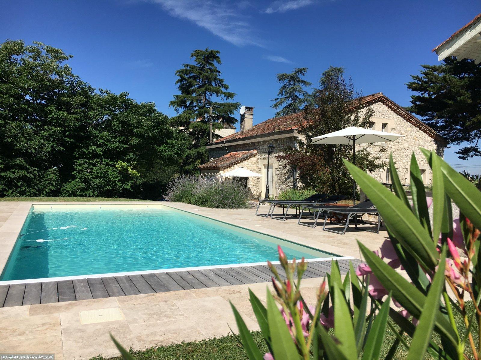 Vakantiehuis: Rustig en landelijk gelegen,gerenoveerde vakantiewoning met groot verwarmd zwembad te huur voor uw vakantie in Lot et Garonne (Frankrijk)