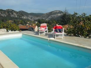 Vakantiehuis: Charmante vakantiewoning met zwembad en zicht op Anduze. Goede uitvalsbasis om te wandelen, fietsen maar vooral; relaxen! Voor levensgenieters