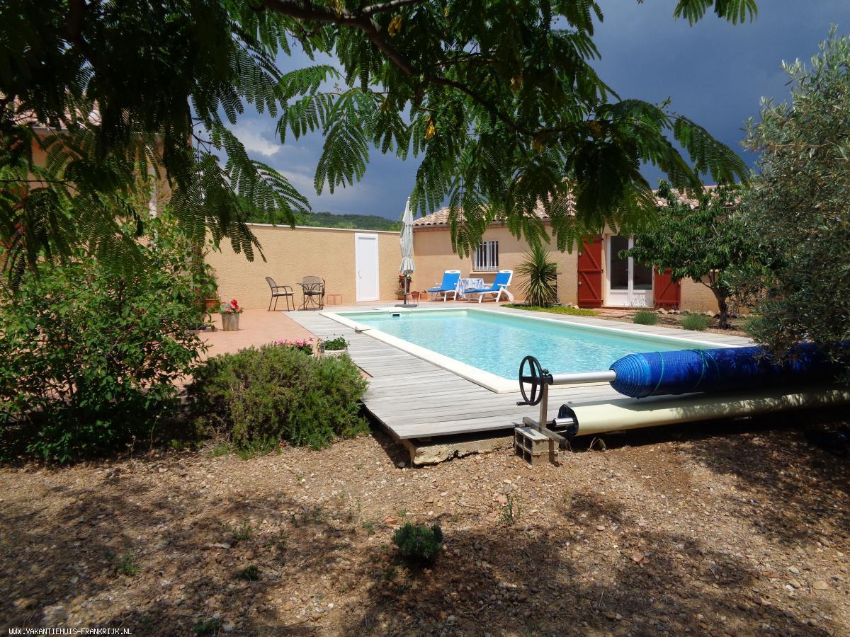 Vakantiehuis: Vrijstaande villa met veel privacy en groot zwembad in rustige omgeving bij een dorp te huur voor uw vakantie in Herault (Frankrijk)