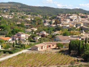 zicht op villa, wijngaard, Neffies en achterliggende heuvels