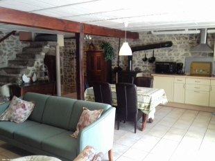 Moderne keukenhoek met alle voorzieningen.