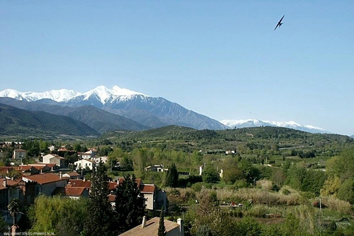 Vakantiehuis: Adembenemend uitzicht aan de voet van de Pyreneeën en op 35 km van de Middellandse Zeestranden te huur voor uw vakantie in Pyreneeen Orientales (Frankrijk)