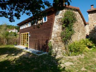 Vakantiehuis: Rust, ruimte en een prachtige natuur. Het vakantiehuis La Mesange Charbonniere biedt u alle comfort die u wenst en voelt als uw eigen huis.