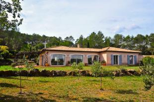 Vakantiehuis: Gelijkvloerse kindervriendelijke moderne 10-persoons villa met omheind zwembad in Lorgues, Provence