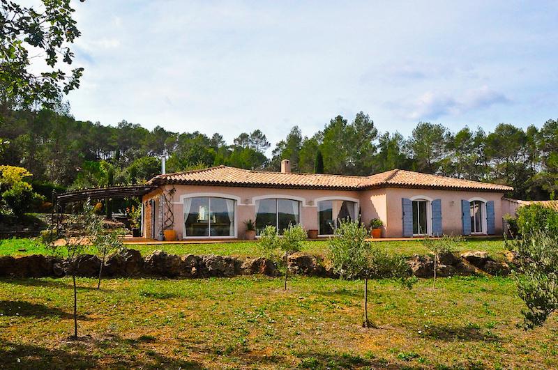 Vakantiehuis: Gelijkvloerse kindervriendelijke moderne 10-persoons villa met omheind zwembad in Lorgues, Provence te huur voor uw vakantie in Var (Frankrijk)