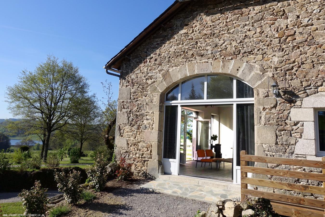Vakantiehuis: Luxe Gîte le Seringa met prachtig uitzicht - domaine Les Teuillères te huur voor uw vakantie in Lot (Frankrijk)
