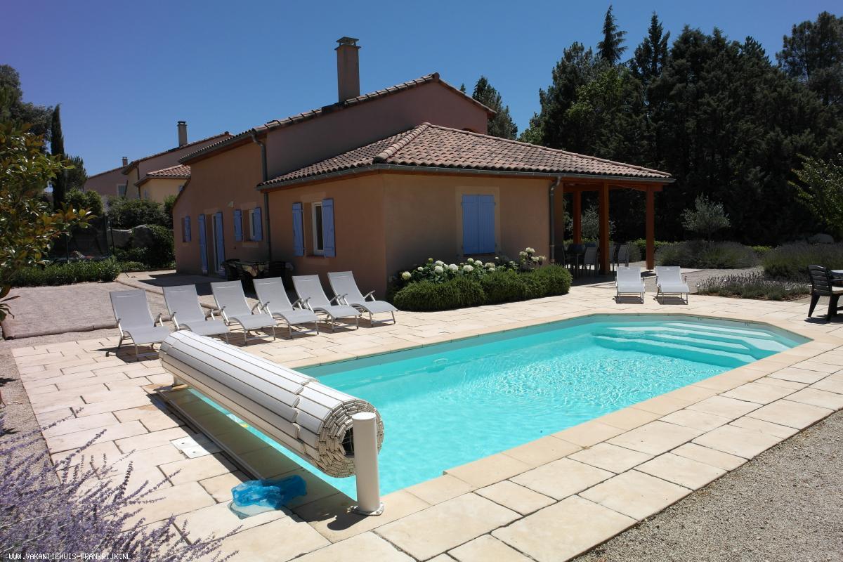 Vakantiehuis: Luxe Villa (2-8 pers.) met verwarmd privé zwembad en een vrij uitzicht op de bergen op Frankrijks mooiste Villapark les Rives de l'Ardèche te huur voor uw vakantie in Ardeche (Frankrijk)