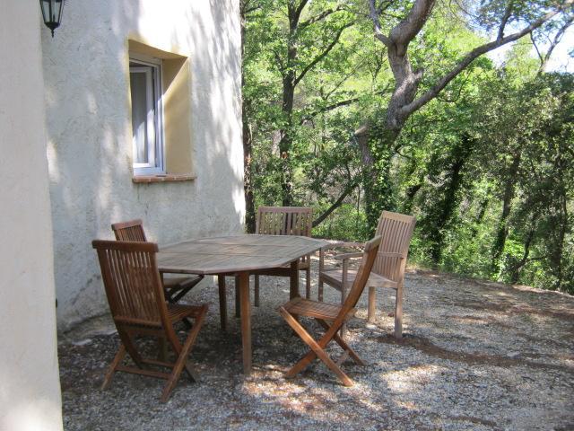 Vakantiehuis: In een mooie en rustige omgeving in de Provence gelegen gîte met gemeenschappelijk zwembad. te huur voor uw vakantie in Vaucluse (Frankrijk)