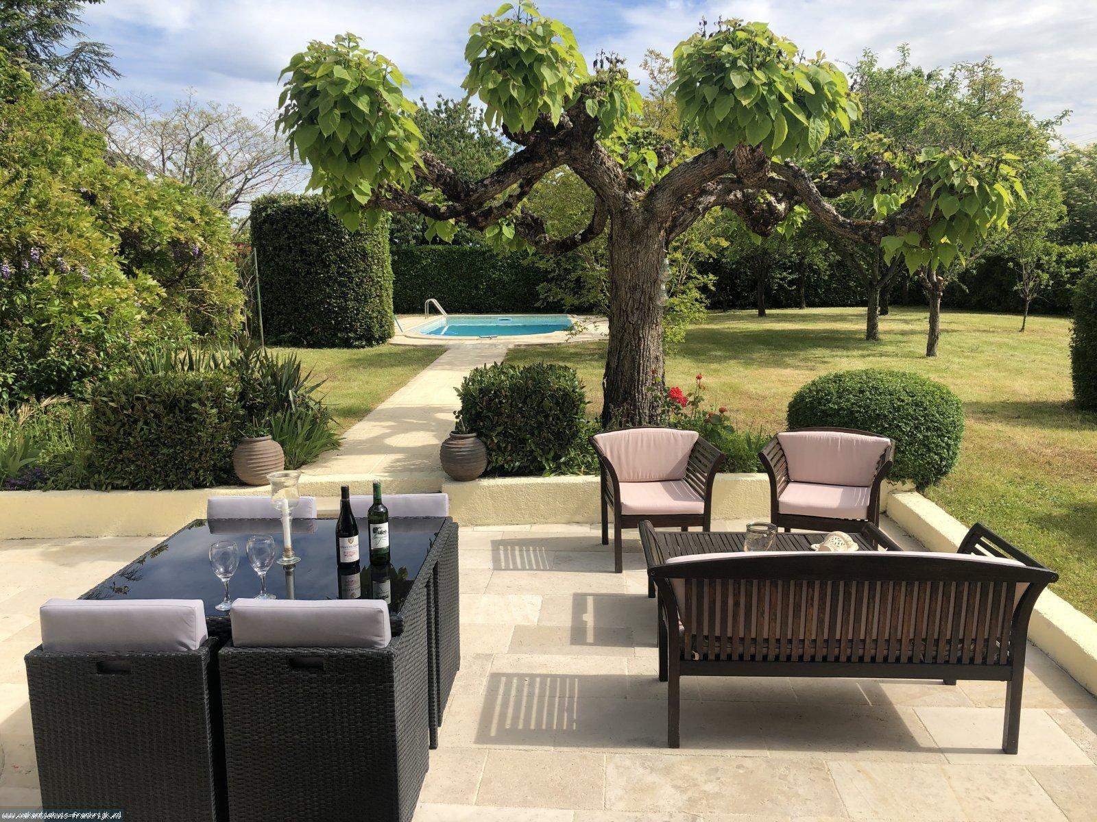 Vakantiehuis: Beleautou is prachtig vrijstaand vakantiehuis met omheinde tuin en een privé zwembad dus hond welkom . te huur voor uw vakantie in Lot et Garonne (Frankrijk)