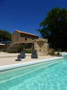 Vakantiehuis: Typisch provencaals huis midden tussen de wijnranken