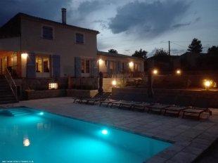 zwembad met ledverlichting