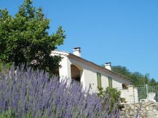 Zeer rustig gelegen vakantiewoning met zwembad in het zuiden van de Ardèche