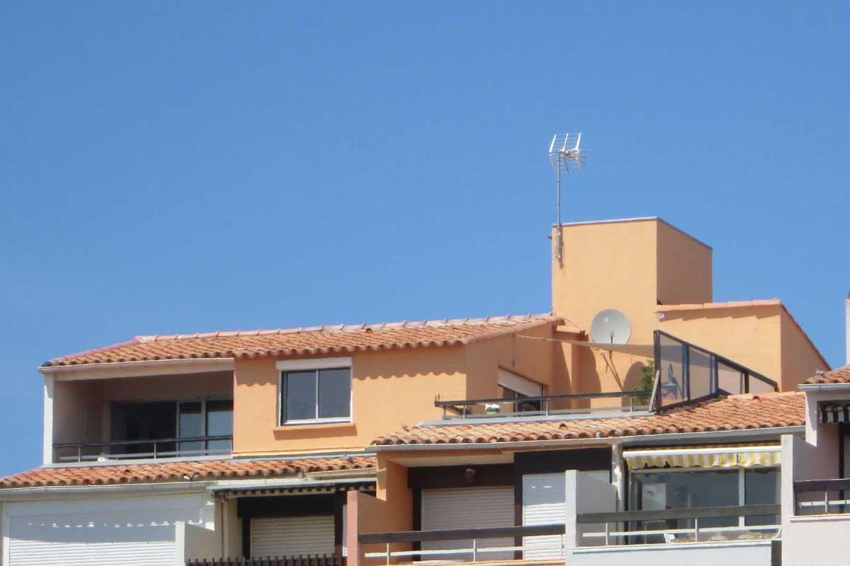 Vakantiehuis: Comfortabel ruim penthouse op unieke locatie in Cap d'Agde. Volledige privacy. Direct aan strand en boulevard. Sat.tv en wifi. te huur voor uw vakantie in Herault (Frankrijk)