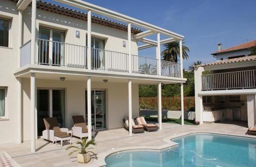 Vakantiehuis: Vijf sterren villa direct aan zee te huur voor uw vakantie in Alpen Maritimes (Frankrijk)