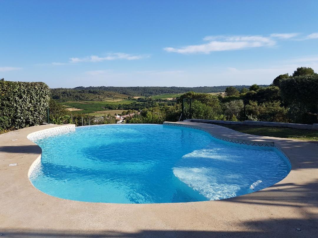 Vakantiehuis: Prachtig gelegen villa met panoramisch uitzicht en Infinity Pool vlakbij het bruisende Montpellier en niet ver van de stranden van de Méditerranée te huur voor uw vakantie in Herault (Frankrijk)