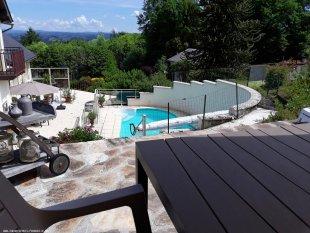 Terras aan de tuin en zwembad kant