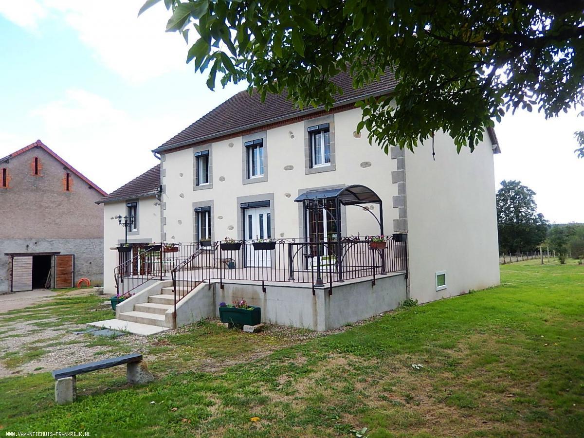 Frankrijk te koop: Ronnet -Groot familiehuis met 7 slaapkamers en ...