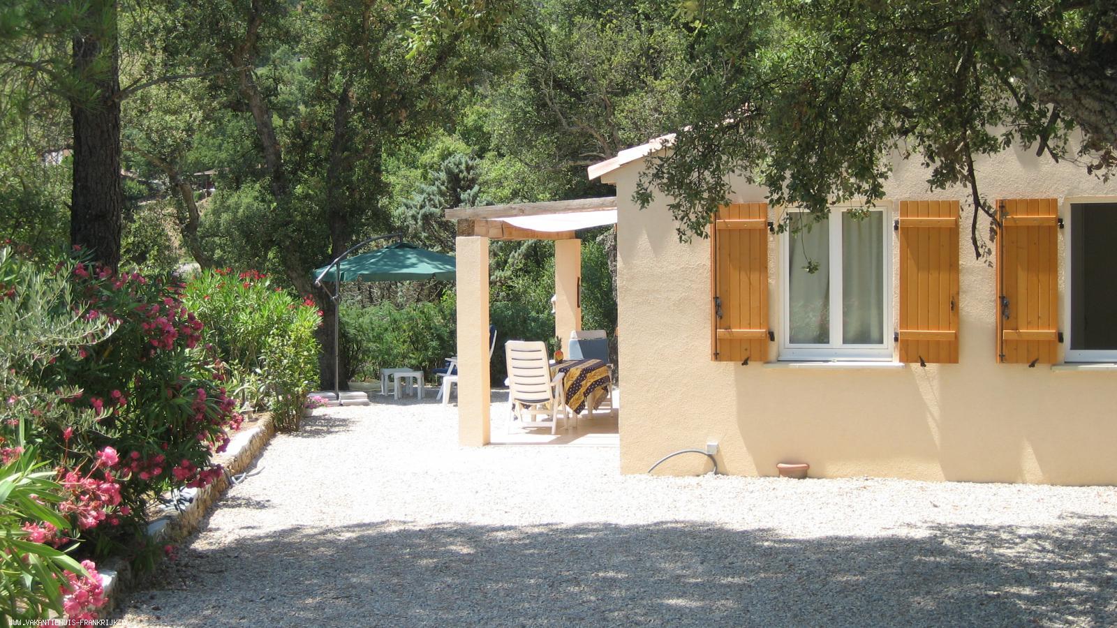 Vakantiehuis: Provençaals vakantiehuis in natuurgebied tussen kust en achterland te huur voor uw vakantie in Var (Frankrijk)