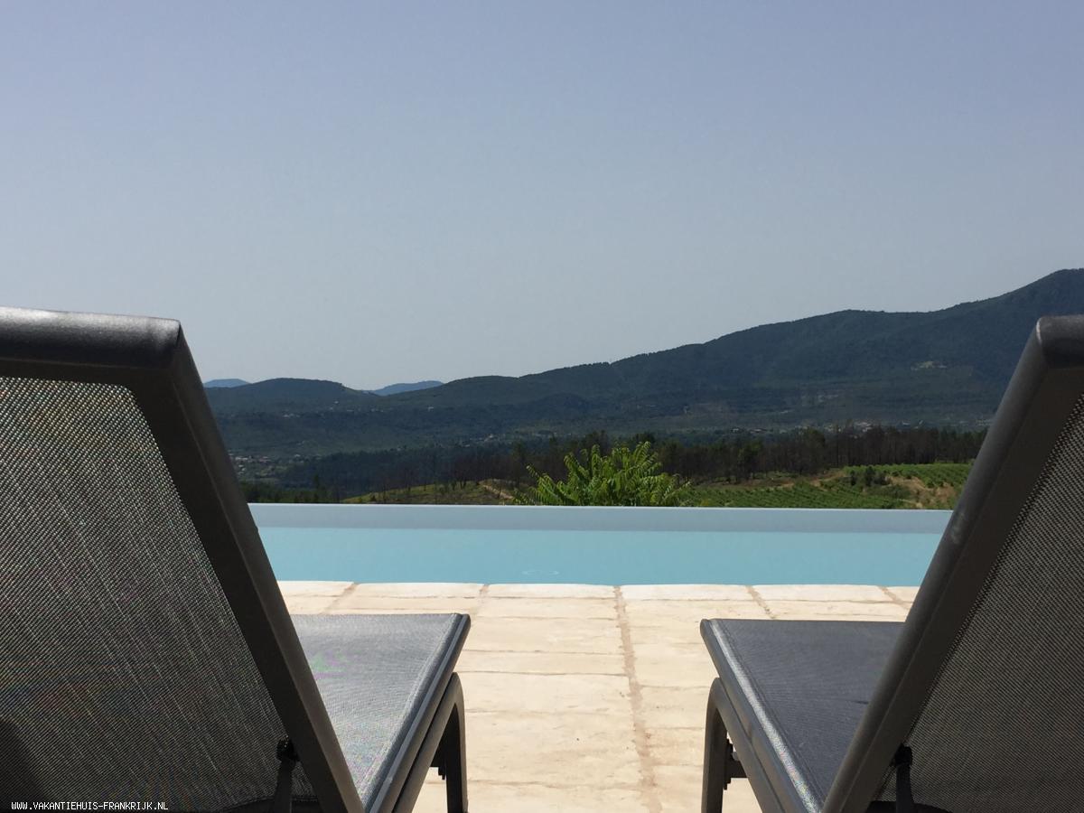 Vakantiehuis: Luxe Gite met overloopzwembad en panoramisch uitzicht te huur voor uw vakantie in Ardeche (Frankrijk)